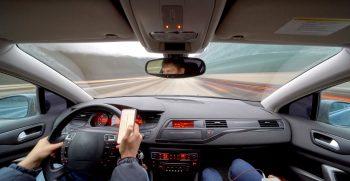 conduciendo mientras texteando